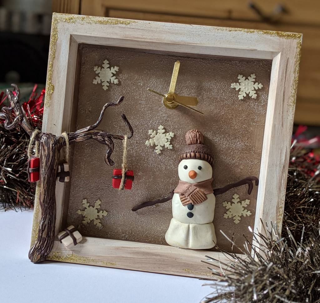 Old fashioned snowman clock